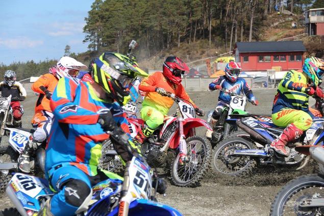 motorcross- ungdommar i aksjon